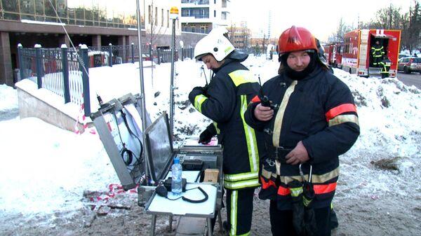 Спасатели ликвидируют последствия пожара в Москве, где погибли десять человек