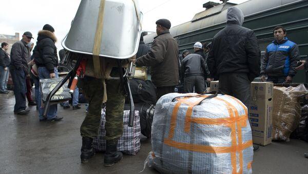 Таджикские трудовые мигранты в вагоне поезда Москва-Душанбе. АРхивное фото