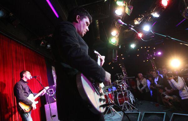 Концерт в клубе 16 тонн в Москве