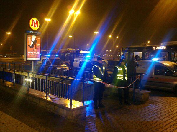 Движение на участке единственной в Варшаве линии метро закрыто из-за пожара