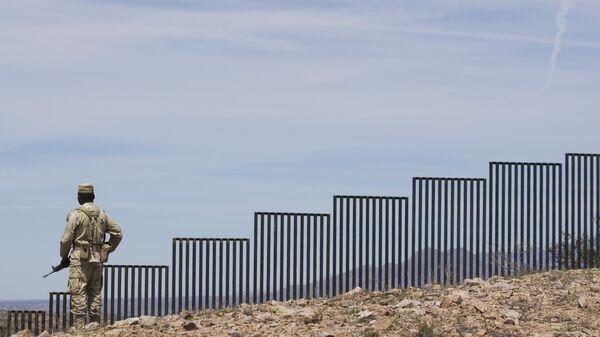 Стена на границе Мексики и США