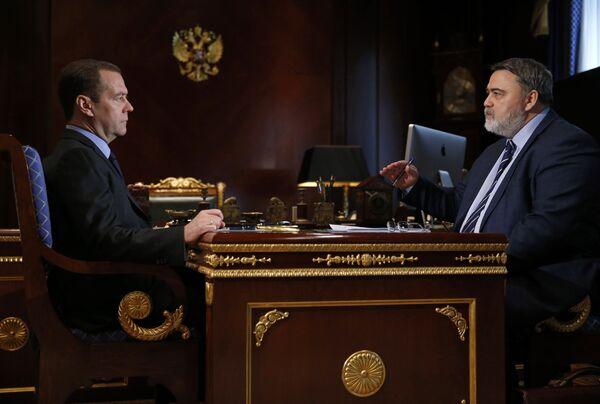 Премьер-министр РФ Д. Медведев встретился с главой ФАС И. Артемьевым
