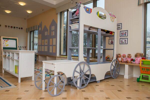 С аукциона и до момента, когда в детский сад впервые пошли дети,  прошло 2,5 года.