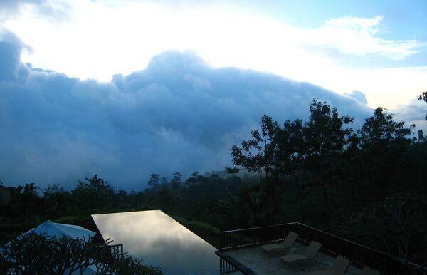 Бассейн отеля Munduk Moding Plantation на Бали