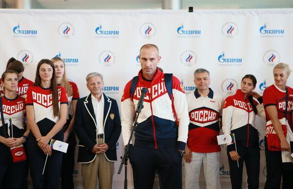 Доигровщик мужской сборной России по волейболу Сергей Тетюхин (в центре)