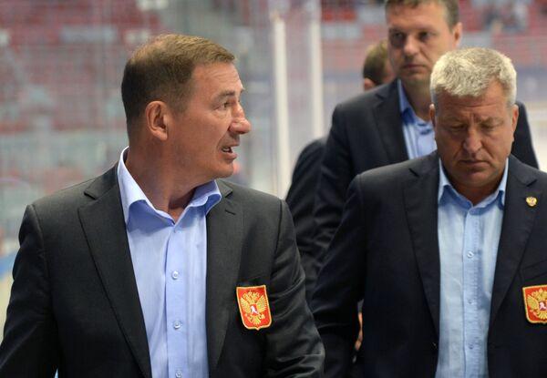 Тренер молодежной сборной России Валерий Брагин (слева) и главный тренер Олимпийской сборной России Олег Браташ