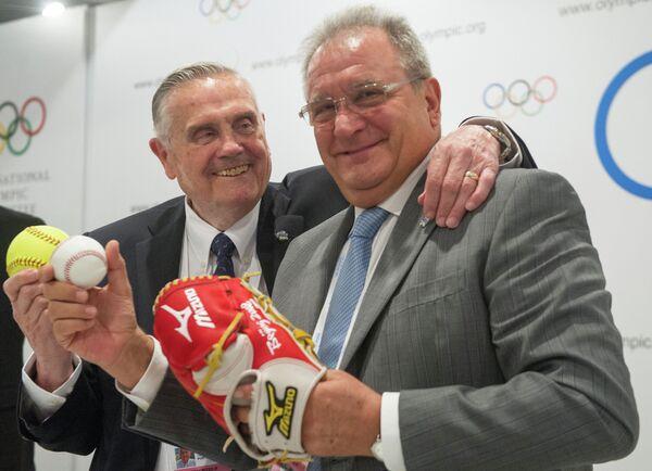 Cопрезиденты Международной конфедерации бейсбола и софтбола Дон Портер (слева) и Рикардо Фраккари