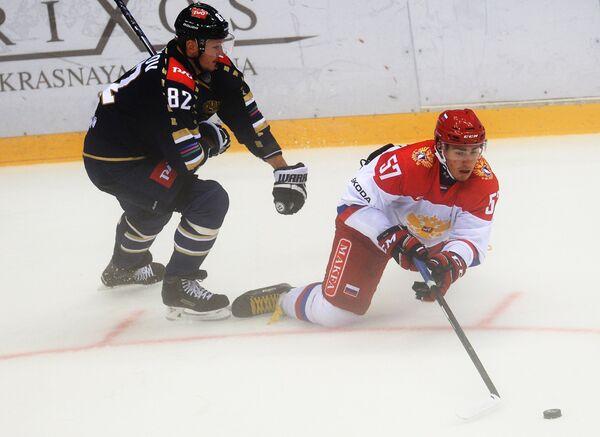Нападающий ХК Сочи Евгений Скачков (слева) и защитник Олимпийской сборной России Егор Рыков