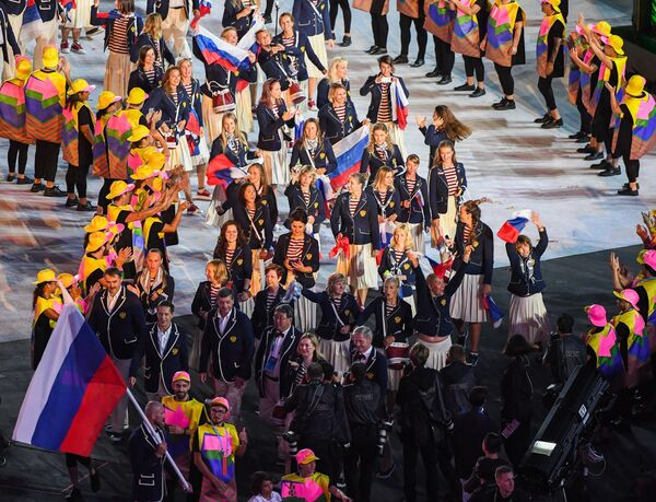 Представители России во время парада атлетов на церемонии открытия XXXI летних Олимпийских игр в Рио-де-Жанейро