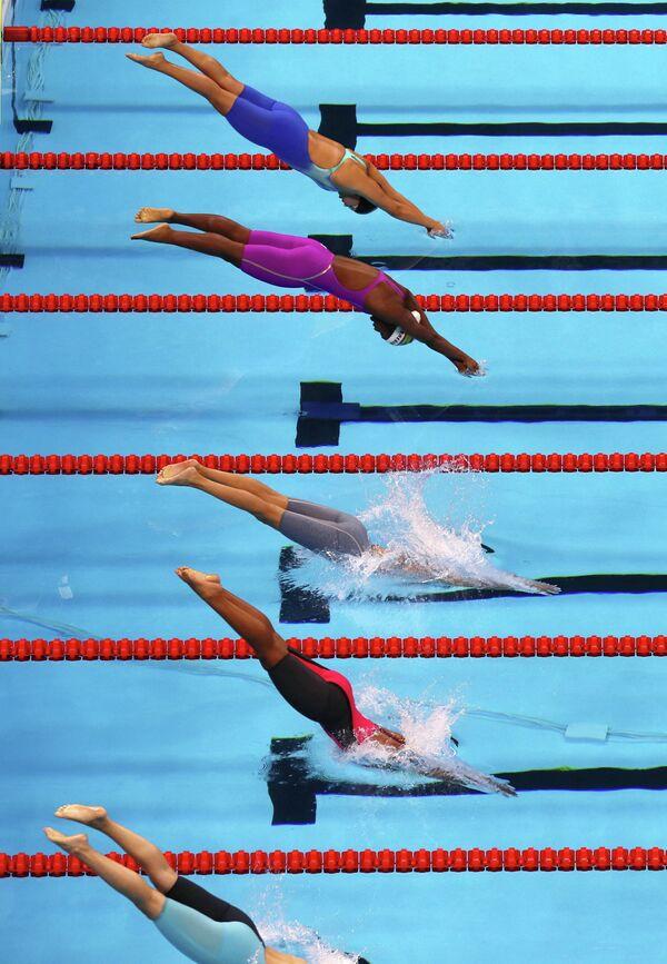 Заплыв среди женщин. 100 метров в стиле баттерфляй.
