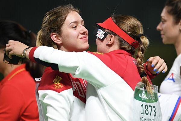 Виталина Бацарашкина и Екатерина Коршунова (слева направо)