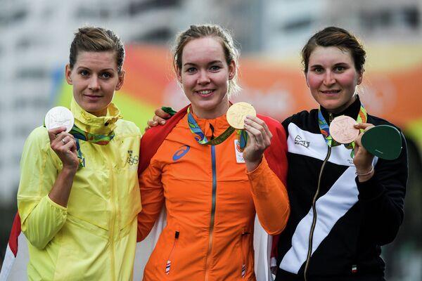 Эмма Юханссон (Швеция), Анна ван дер Брегген (Нидерланды) и Элиза Лонго Боргини (Италия) (слева направо)