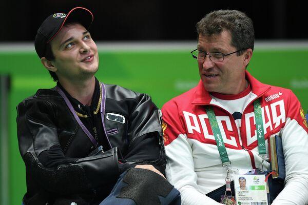 Владимир Масленников и тренер сборной России по пулевой стрельбе Евгений Крайнов (слева направо)