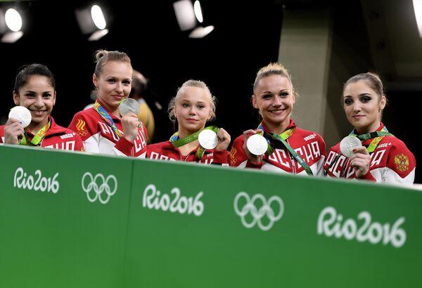 Седа Тутхалян, Дарья Спиридонова, Ангелина Мельникова, Мария Пасека и Алия Мустафина (слева направо)