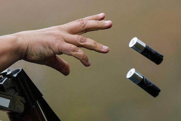 Стрелок в квалификационных соревнованиях стендовой стрельбе в упражнении дубль-трап