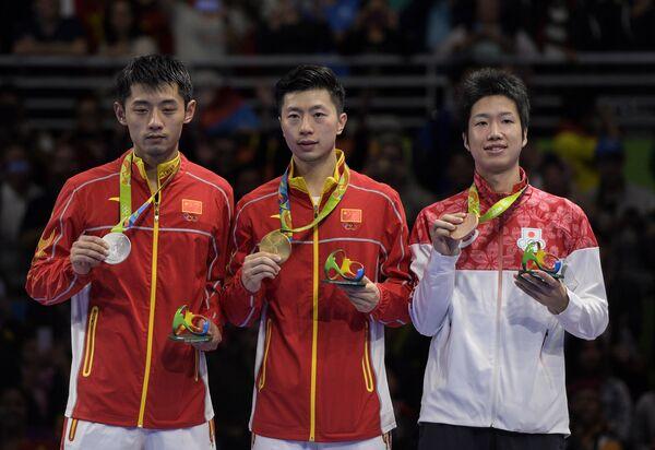 Чжан Цзикэ, Ма Лунь и Дзюн Мидзутани (слева направо)
