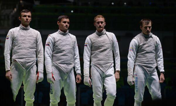 Спортсмены сборной России по фехтованию Дмитрий Жеребченко, Тимур Сафин, Артур Ахматхузин и Алексей Черемисинов (слева направо)