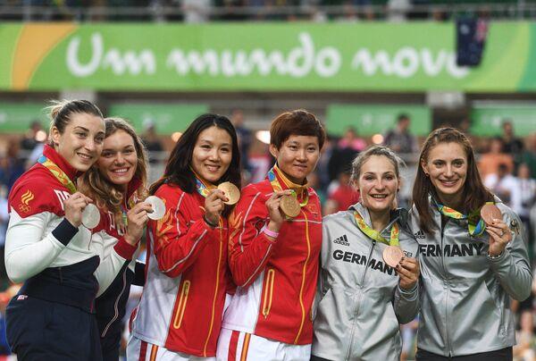 Дарья Шмелева и Анастасия Войнова, Гун Цзиньцзе и Чжун Тяньши, Кристина Фогель и Мириам Вельте (слева направо)