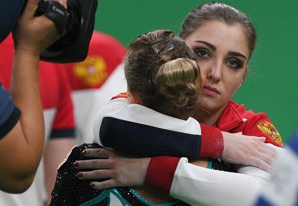 Дарья Спиридонова и Алия Мустафина (слева направо)