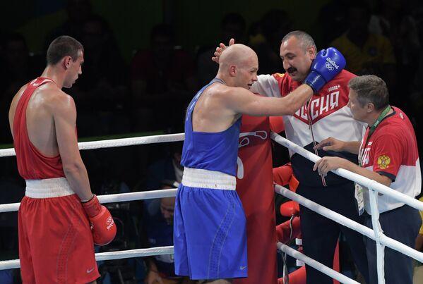 Слева направо: боксеры Евгений Тищенко, Василий Левити главный тренер сборной России по боксу Александр Лебзяк