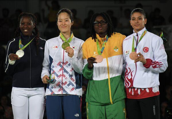 Аби Ниаре, О Хери, Рут Гбагби и Нур Татар (слева направо)