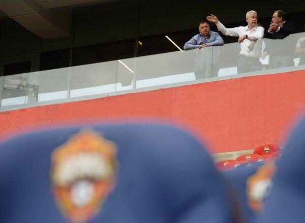 Евгений Гинер и Сергей Собянин (справа налево) во время осмотра стадиона ЦСКА в Москве