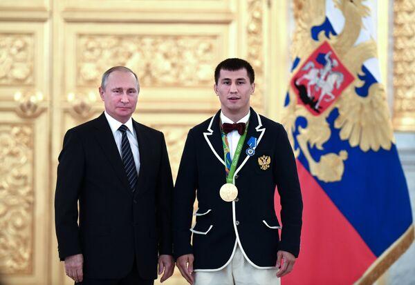 Владимир Путин (слева) и Роман Власов