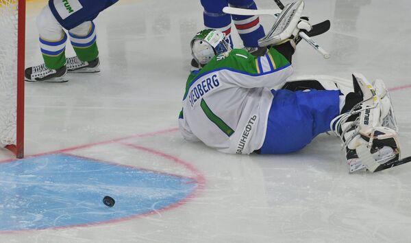 Вратарь Салавата Юлаева Никлас Сведберг