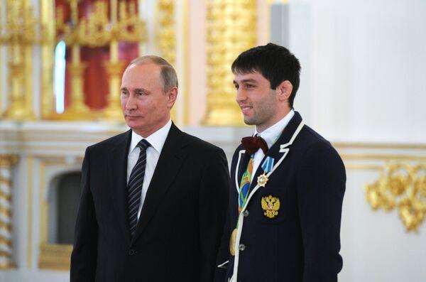 Владимир Путин (слева) и Сослан Рамонов