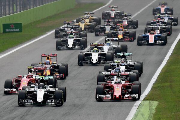 Пилоты во время гонки