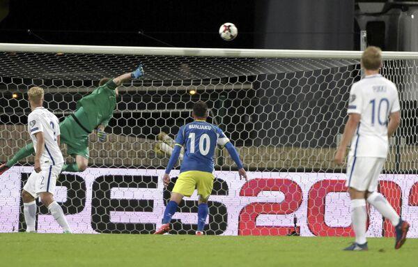 Игровой момент матча европейского отборочного турнира чемпионата мира 2018 года между сборными Финляндии и Косово