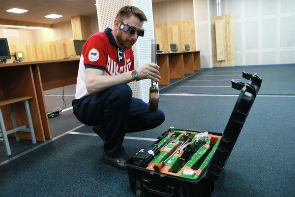 Сергей Малышев установивший новый мировой рекорд в стрельбе из малокалиберного произвольного пистолета