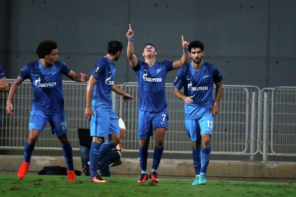 Футболисты Зенита Аксель Витсель, Жозе Маурисио, Жулиано и Луиш Нето (слева направо)