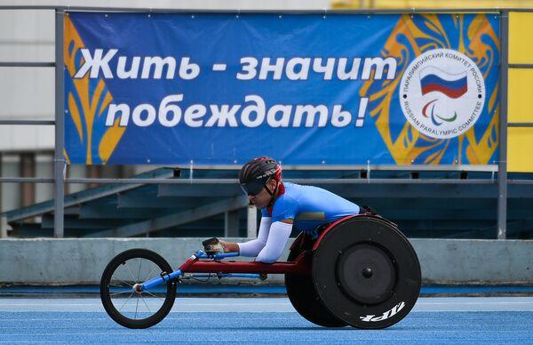 Всероссийские паралимпийские соревнования. Алексей Быченок в заезде на 800 м в классе Т54