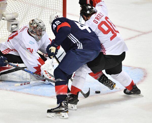 Вратарь сборной Канады Кэри Прайс, нападающие сборной США Дэвид Бейкс и сборной Канады Райан О'Райлли (слева направо)