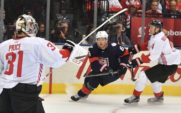 Вратарь сборной Канады Кэри Прайс, защитники сборной США Эрик Джонсон и сборной Канады Джей Боумистер (слева направо)