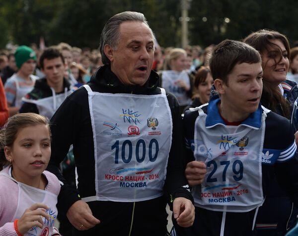Министр спорта РФ, президент Российского футбольного союза (РФС) Виталий Мутко (в центре)