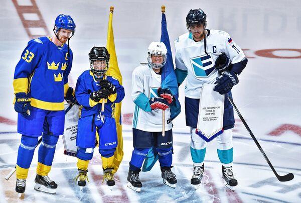 Форвард сборной Швеции Хенрик Седин (слева) и нападающий сборной Европы Анже Копитар (справа)