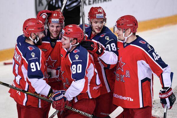 Хоккеисты ЦСКА Никита Пивцакин, Грег Скотт, Никита Квартальнов, Максим Мамин и Александр Кутузов (слева направо)