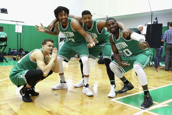 Баскетболисты Бостон Селтикс Ар. Джей. Хантер, Джеймс Янг, Джордан Мики и Бен Бентил (слева направо)
