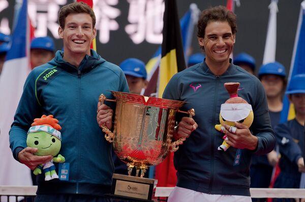 Испанцы Рафаэль Надаль (справа) и Пабло Карреньо-Буста