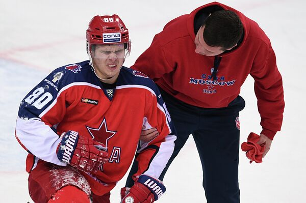 Никита Квартальнов (слева)