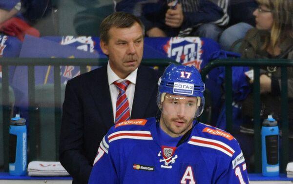 Главный тренер СКА Олег Знарок (слева) и форвард СКА Илья Ковальчук