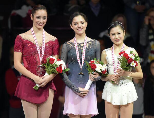 Кейтлин Осмонд, Евгения Медведева и Сатоко Мияхара (слева направо)