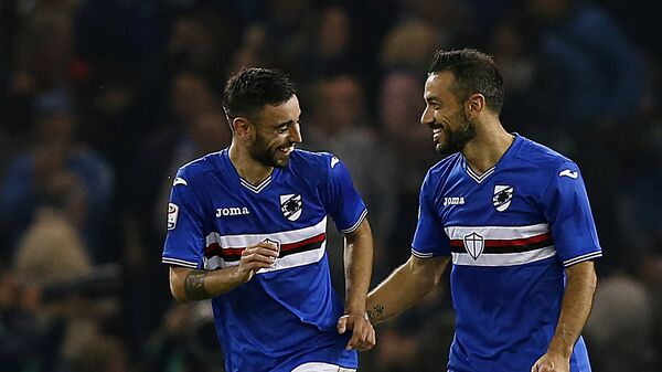 Нападающий Сампдории Фабио Квальярелла радуется забитому мячу в ворота Интера