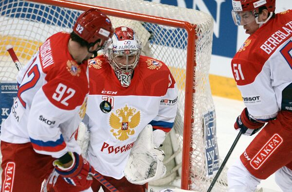 Хоккеисты сборной России Игорь Ожиганов, Илья Сорокин и Алексей Береглазов (слева направо)