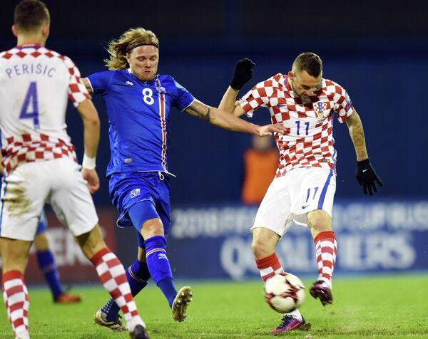 Игровой момент матча Хорватия - Исландия