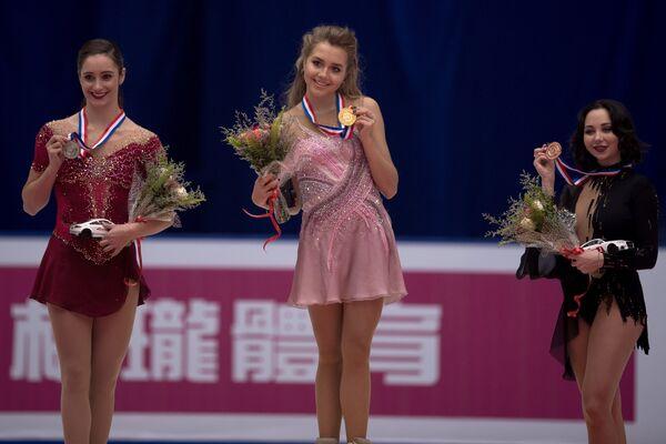 Кейтлин Осмонд (Канада) и россиянки Елена Радионова и Елизавета Туктамышева (слева направо)