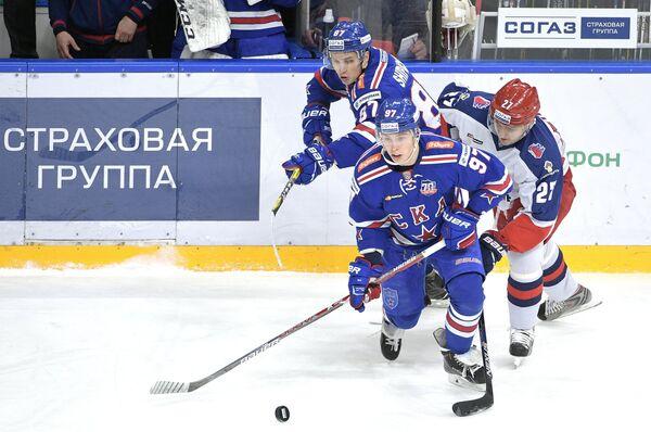 Нападающие ЦСКА Кирилл Петров, СКА Никита Гусев, Вадим Шипачёв (справа налево)