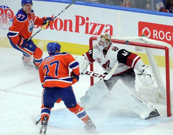 Игровой момент матча регулярного чемпионата НХЛ Эдмонтон - Аризона